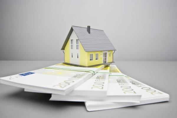 Casa sobre dinero