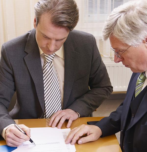 Firmando en una notaría