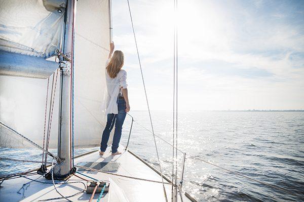 vivir en un barco, vivir en un barco en España, vivir en el mar, barco, vivienda, es legal vivir en un barco, gastos.